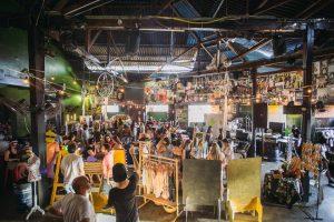 Foto - Bazar que nasceu em um salão de festas cresceu ao ponto de receber mais de 500 pessoas (FOTO: Gabriel Bessa)