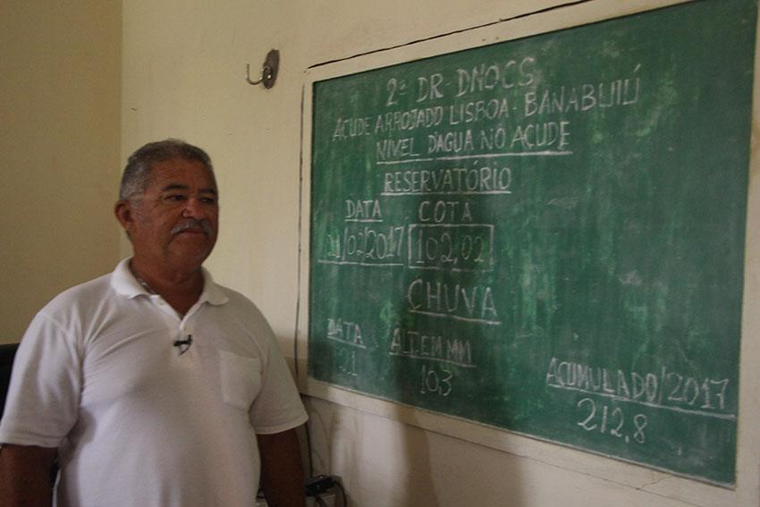 Funcionário do Dnocs, José Ariston Queiroz, está há 17 anos no município. (Foto: Jéssica Welma/Tribuna do Ceará)