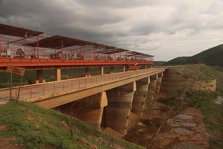 Ponte sobre o açude Banabuiú. (Foto: Jéssica Welma/Tribuna do Ceará)