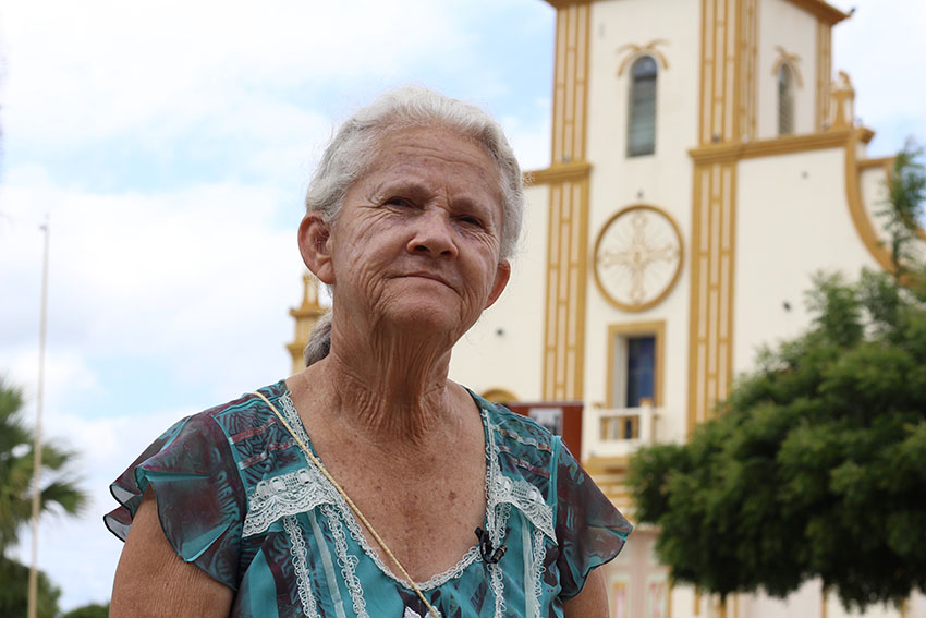 Aldecina Bezerra da Silva, de 71 anos, moradora da Velha Jaguaribara. (Foto: Jéssica Welma/Tribuna do Ceará)