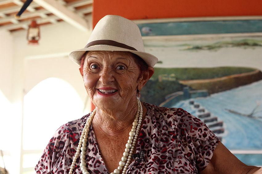 Dona Lurdes, proprietária da pousada Encanto das Águas. (Foto: Jéssica Welma/Tribuna do Ceará)